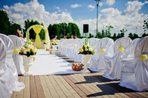 Как украсить весеннюю свадьбу?